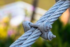 Volez l'amitié de concept de câble métallique ou fort photos libres de droits