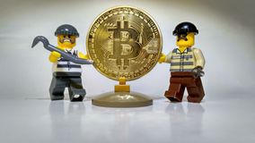 Volez le vol d'or d'argent de Bitcoin image stock