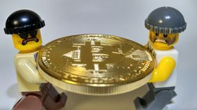 Volez le vol d'or d'argent de Bitcoin images stock
