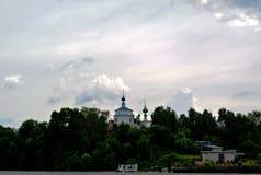 Volga River nära staden av Kineshma, Ivanovo region vidsträckthet Moln volga Ryssen landskap Fotografering för Bildbyråer