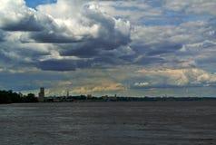Volga River nära staden av Kineshma, Ivanovo region vidsträckthet volga Sommar Ryssen landskap Fotografering för Bildbyråer