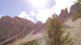 Volgend schot in de Dolomiti-alpen stock videobeelden