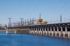 volgograd Россия - 16-ое апреля 2017 Запруда электростанции Волги гидроэлектрической без разрядки воды Стоковое Фото