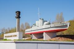 volgograd Monument för Ryssland - April 27 2017 bepansrad fartyg BC-13 till sjömännen av den Volga flottiljen i den centrala stra Arkivfoton