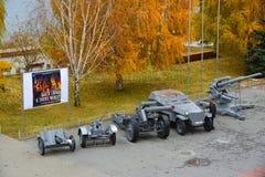 Volgograd Rosja, Listopad, - 01 2016 Militarny wyposażenie od czasów Drugi wojna światowa blisko muzeum bitwa Stalingrad Obraz Royalty Free