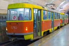 Volgograd Rosja, Listopad, - 01 2016 Tramwaj Lenin kwadrat - stacja podziemny szybkościowy Fotografia Royalty Free