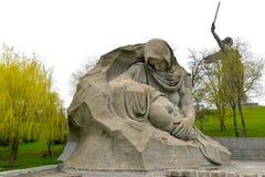 Volgograd, Rosja Rzeźbiony skład rozpacza matka i statua «kraj ojczysty dzwoni! Skorbi kwadrat, Mamayev K obrazy stock