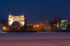 Volgograd, Russie - 20 février 2016 : Vue de nuit de la voûte avant du canal maritime du passage 1 WEC Lénine Volga-Don, dans Kra Images libres de droits