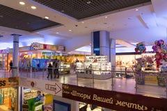 Volgograd Ryssland - November 03 2016 Inre av shopping- och underhållningkomplexet Diamant Arkivbild