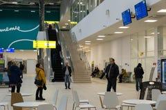 Volgograd Ryssland - Oktober 31 2016 Passagerare i C som är terminalan av Aeroport Arkivbilder