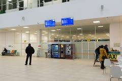 Volgograd Ryssland - Oktober 31 2016 Passagerare i C som är terminalan av Aeroport Fotografering för Bildbyråer