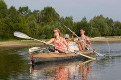 Volkeren op kano Royalty-vrije Stock Foto