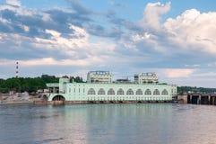 以Volkhov水力发电的statio为目的夏天风景 免版税库存图片