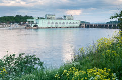 以Volkhov水力发电的statio为目的夏天风景 免版税库存照片