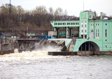 Volkhov VATTENKRAFTstation-hydro kraftverk på floden Volkhov, Ryssland Royaltyfria Bilder