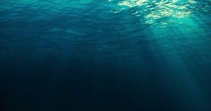Volkomen naadloze lijn van diep blauwe Caraïbische oceaangolven van onderwaterachtergrond royalty-vrije illustratie