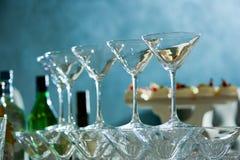 Volkomen opgepoetste martini-glazen royalty-vrije stock afbeelding