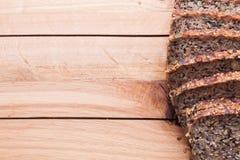 Volkorenmeel, wholewheat brood op houten lijst Organisch, gezond voedsel stock afbeelding