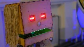 Volks met de hand gemaakte robot stock afbeeldingen
