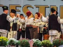 Volks traditionele zangers in Eerlijk Boekarest 2016 royalty-vrije stock fotografie