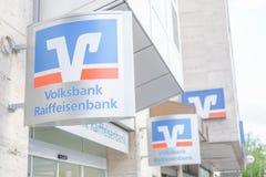 Volksbank Raiffeisenbank tecken Arkivfoton