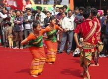 Volksdans van Assam, India Stock Afbeeldingen