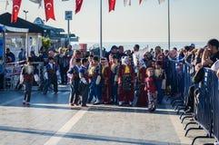 Volksdansers op Nationale Soevereiniteit en Kinderen` s Dag - Turkije Stock Fotografie
