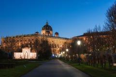 Volksgarten osoby Ogrodowe przy nocą, jawny park w Wiedeń, Austria zdjęcia royalty free
