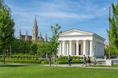 Volksgarten-Park und Rathaus am Hintergrund, Wien, Österreich lizenzfreie stockfotos