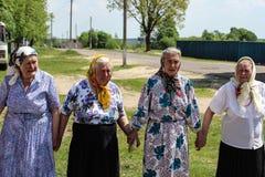 Volksrituale erbringen Verbesserungen in der Gomel-Region des Republik Belarus im Jahre 2015 Stockfotos