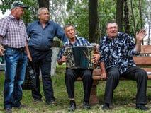 Volksrituale erbringen Verbesserungen in der Gomel-Region des Republik Belarus im Jahre 2015 Stockfotografie
