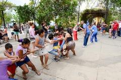 Volksschulekinderspielen Lizenzfreie Stockfotografie
