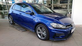 Volkswagen Arteon που παρουσιάζεται στην αίθουσα εκθέσεως στοκ φωτογραφίες