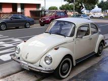 Volkswagen Beetle branco 1303 em Miraflores, Lima imagens de stock royalty free