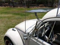 Volkswagen Beetle 1300 con el parabrisas abierto, Lima Foto de archivo