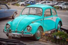 Volkswagen Beetle Volkswagen fel på gatan arkivbild
