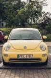 Volkswagen Beetle parqueado Imagen de archivo libre de regalías