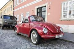 Volkswagen Beetle rojo Imágenes de archivo libres de regalías
