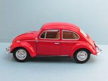 Volkswagen Beetle vermelho Imagens de Stock Royalty Free