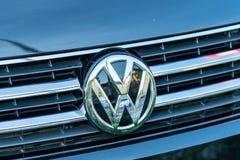 Volkswagen bilemblem royaltyfri bild