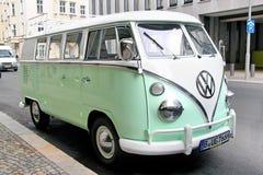 Volkswagen biltransport Fotografering för Bildbyråer