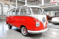Volkswagen biltransport Royaltyfria Bilder