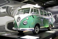 Volkswagen biltransport Arkivbild