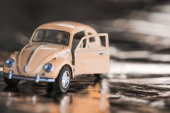 Volkswagen Coccinelle rose image stock
