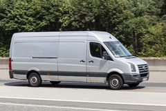 Volkswagen Crafter Van na estrada Imagens de Stock