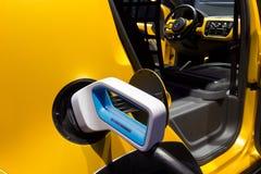 Volkswagen e-påfyllning upp! bil Royaltyfria Foton