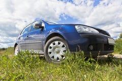 Volkswagen Golf i natur Royaltyfri Fotografi