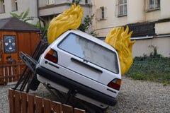 Volkswagen Golf II no fogo imagem de stock