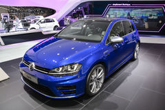 Volkswagen Golf R på den motoriska showen för Genève Royaltyfri Fotografi