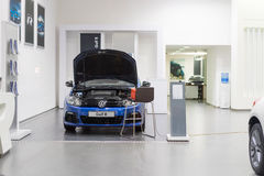Volkswagen Golf R till salu till salu Royaltyfria Foton